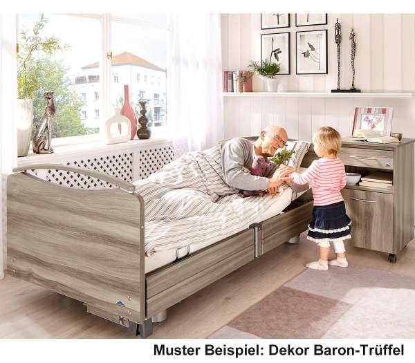 Pflegebett Stiegelmeyer Elvido Deluxe mit Patient und Kind